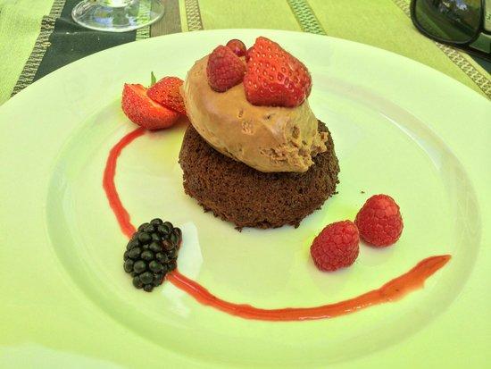 Auberge du Manet: Dessert : Biscuit aux amandes (pas bon)