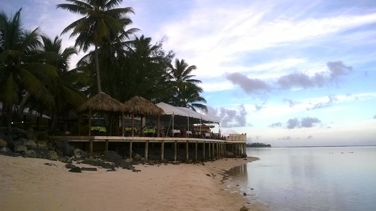 The Rarotongan Beach Resort & Spa: views of the restaurant, we had the beach to ourself
