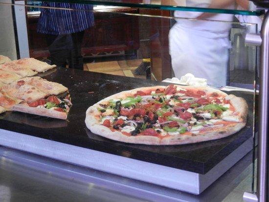 Napolini: Three choices on Pizza variety
