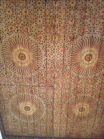 Ryad Mabrouka : beautiful ceiling in our room