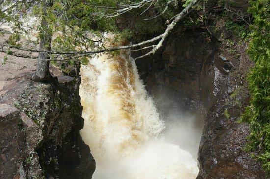 Temperance River State Park: Falls