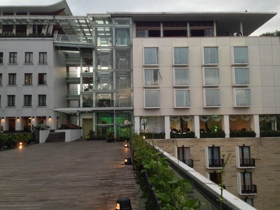 Padma Hotel Bandung : View from outside area