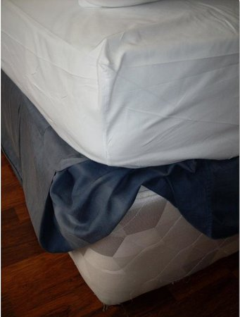 Radisson Blu Saga Hotel, Reykjavik: Bett bzw. die Matrazen auf denen wir schlafen mussten.