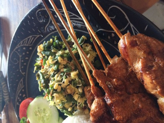 Juice Ja Cafe: Chicken sate