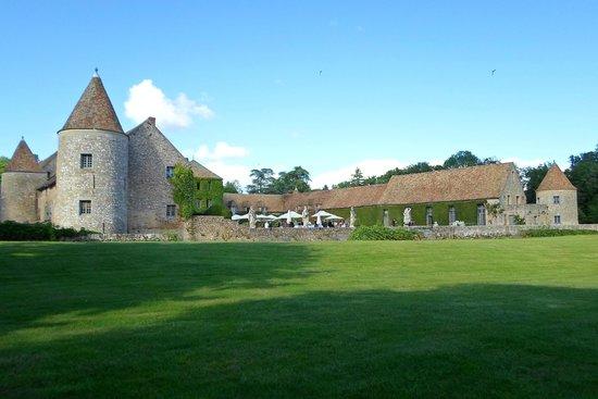 Chateau de Villiers le Mahieu: Vue du chemin arrière