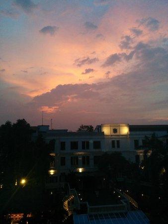 Sofitel Legend Metropole Hanoi: Sunset over the hotel