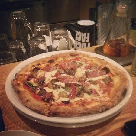 White Beach Hotel : Every pizza is legit, from a wood oven.
