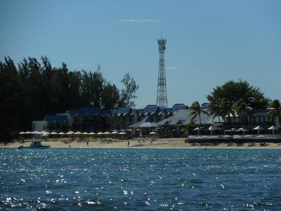 Pearle Beach Resort & Spa: View of the hotel from the sea