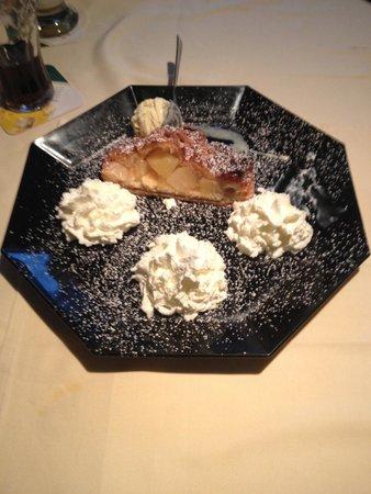 Café Thiesen: Apple Strudle & Whipped Cream