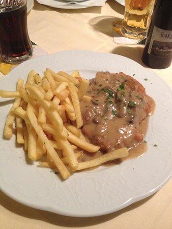 Café Thiesen: Schwein Schnitzel w/ Mushrooms and Fries