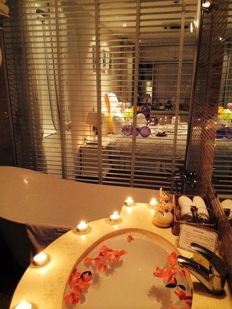 Hanoi Meracus Hotel 2: Decor in bathroom