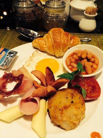 Hanoi Meracus Hotel 2: Delicious breakfast with warm bread