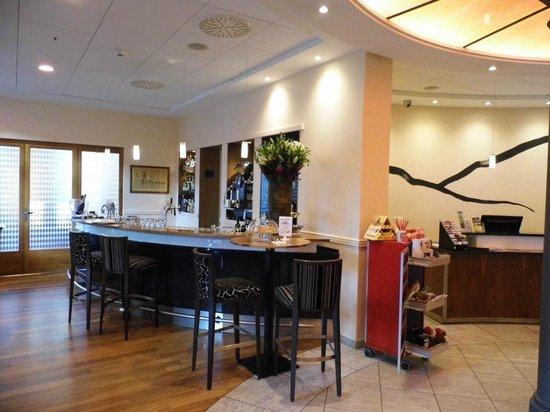 Hotel Schweizerhof Basel : Rezeption und Bar