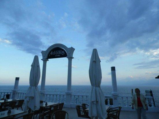 Antalya Adonis Hotel : Выход к пляжу