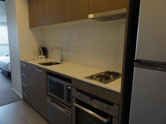 Oaks On William: kitchen