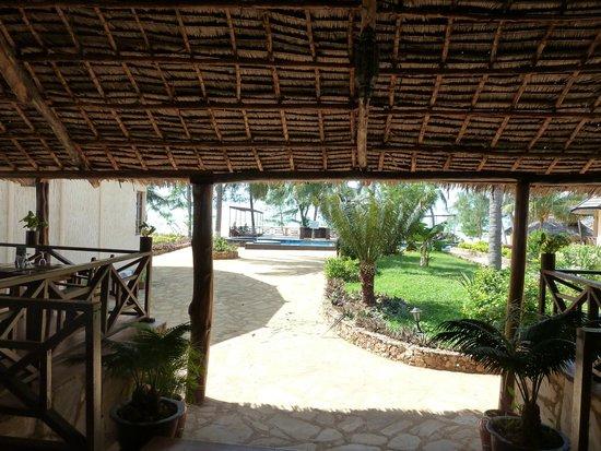 Arabian Nights Hotel: Petite terrasse pour les repas