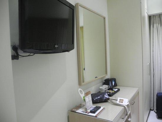 Phidias Hotel : TV etc