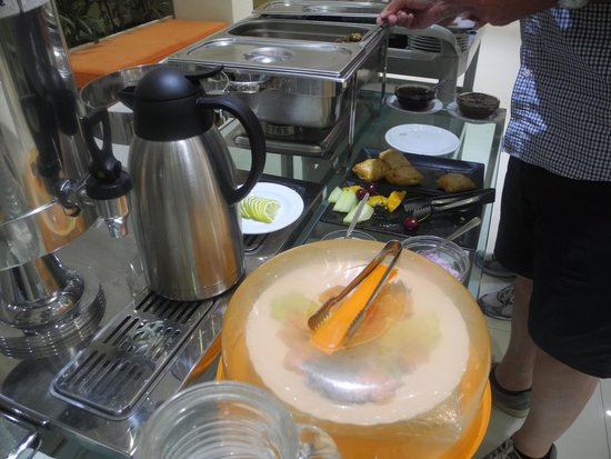 Phidias Hotel : Hot buffet