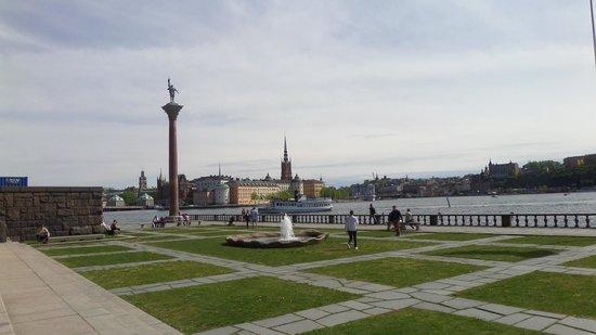 Ayuntamiento: Fachada sobre el canal