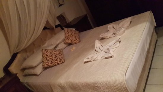 Suma Hotel Lovina Beach: Our double bed