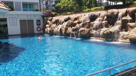 Centara Pattaya Hotel: бассеин