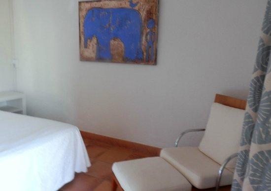 Hotel Grifeu : Diseño sencillo pero correcto