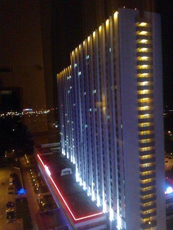 Vega Hotel & Convention Center: вид ночью