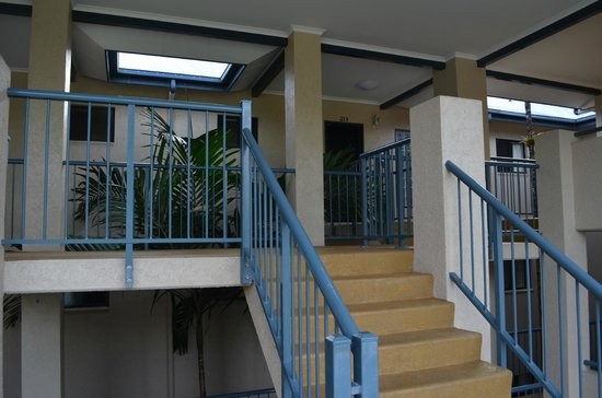 Nautilus Holiday Apartments: Steps to apartment