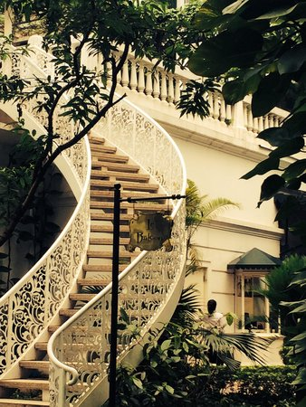 Sofitel Legend Metropole Hanoi: Stairs to Le Balcony