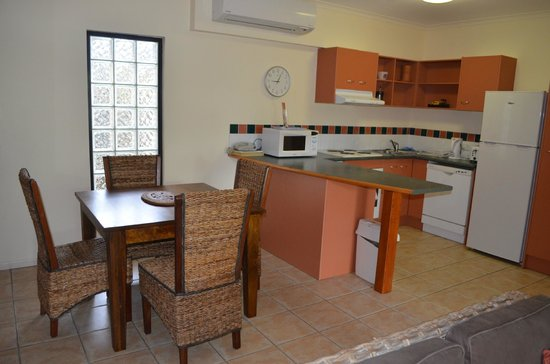 Nautilus Holiday Apartments : Kitchen/dining area