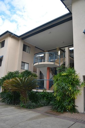 Nautilus Holiday Apartments: View of walkway