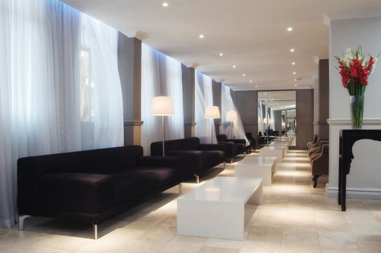 Manhattan Hotel: Lounge area on 1st Floor