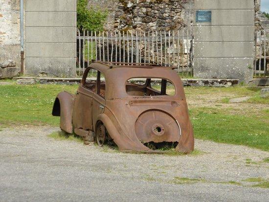 Vieille ville d'Oradour-sur-Glane : Street view