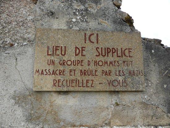 Vieille ville d'Oradour-sur-Glane : A sign marking where a group of men were shot