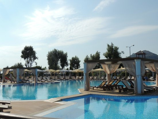 Mare Nostrum Thalasso Hotel : piscine