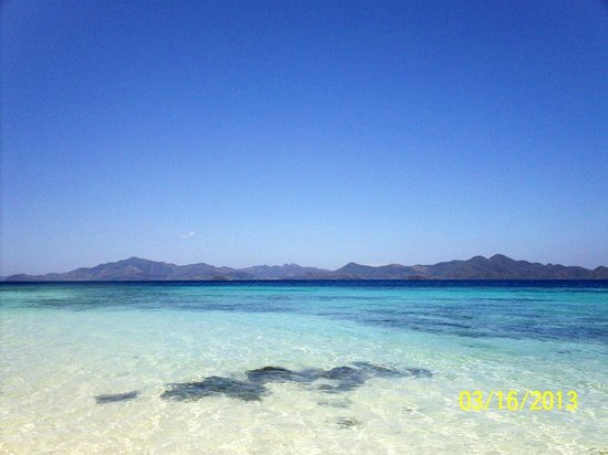 Bulog Island: Clear Blue Waters with Fine White Sand
