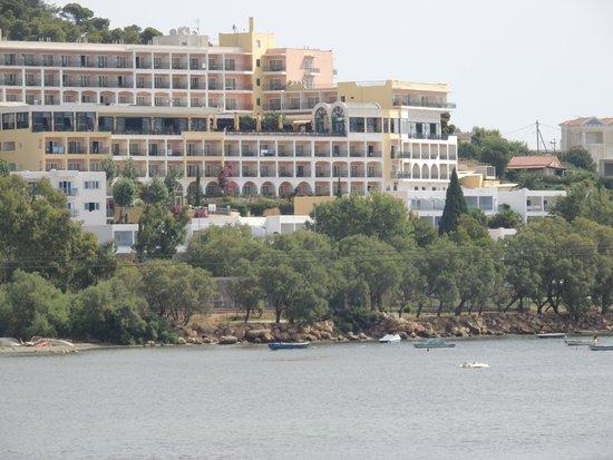 Mare Nostrum Thalasso Hotel : vue de l'autre côté de la baie