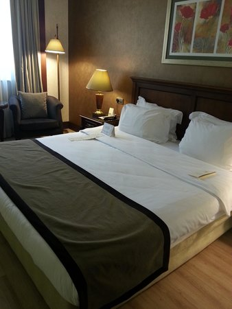 LaresPark Hotel: bed