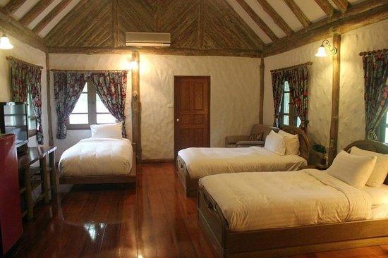 Chiangkham Luang Resort: ห้องพักแบบ 3 เตียงในบ้านหลังใหญ่