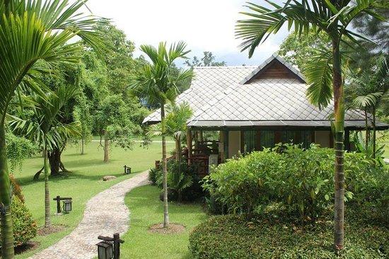 Chiangkham Luang Resort: เรือนพักแบบแฝด