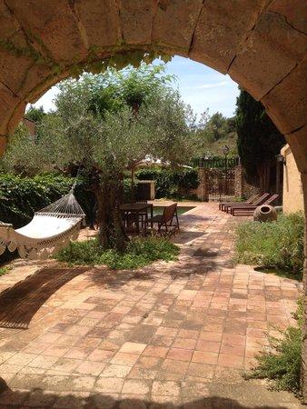La Casona d'Elda: View of patio