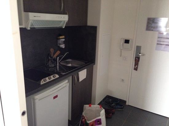 Residhome Appart Hotel Reims Centre: keukentje