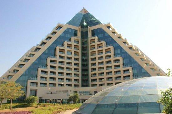 Raffles Dubai: Снаружи