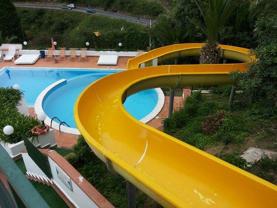 Hotel Corallo: piscina con scivolo