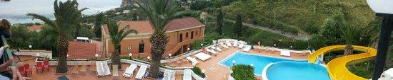 Hotel Corallo: Panoramica zona delle tre piscine.