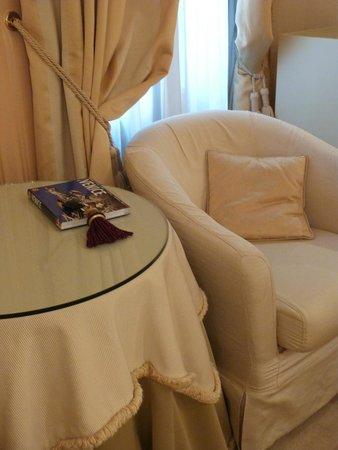 Hotel a La Commedia: Seating area and beautiful key fob...
