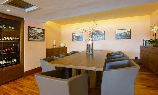Salo' du Parc Hotel: tavolo conviviale