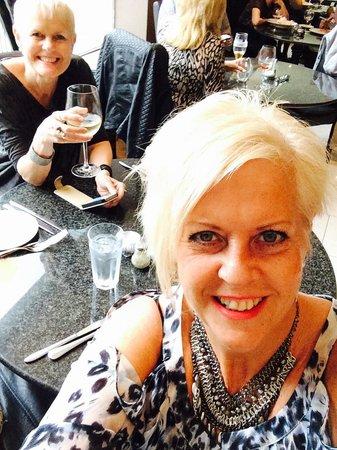 Elysium: Selfie with sister 👍🍸🍷