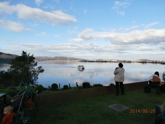 Grand Chancellor Hotel Hobart: The MONA cat (trip from/to Hobart to MONA)