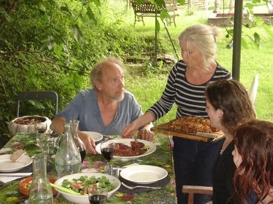 Domayne les Rues: een heerlijke vegetarische maaltijd, buiten onder het prieel